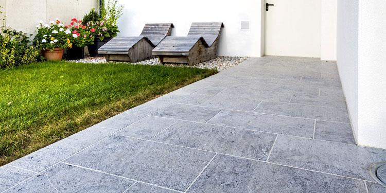 Kalkstein nero Pflasterung, Gartenterrasse, Stallhofen
