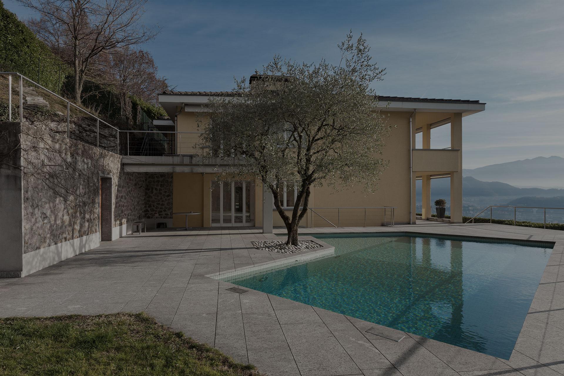 Haus mit Pool, Natursteinpflasterung und Garten in der Steiermark